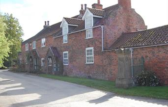 An image of a row of cottages at Brantingham
